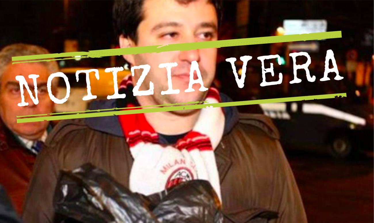 La foto che ritrae Matteo Salvini mentre accoglie i tifosi napoletani con un sacco della spazzatura è reale